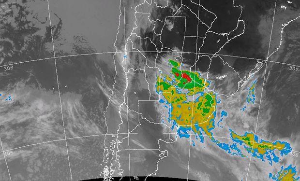 La nubosidad que se presenta en la imagen satelital no es tan desarrollada como la que se observó ayer a la tarde noche en el sur de la región pampeana.