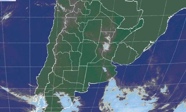 La foto satelital no muestra grandes desarrollos nubosos.