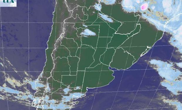 La foto satelital muestra el vasto dominio de cielos despejados.