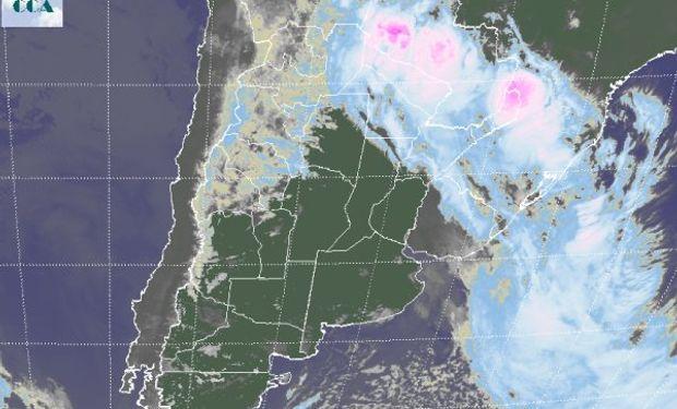 En la foto satelital, se puede ver con claridad cómo el paso del frente hacia el extremo norte del país.