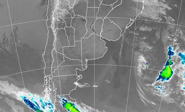 En la foto satelital, los cielos diáfanos permiten observar detalles de cuerpos de agua permanente, condición que como se aprecia es muy extendida.