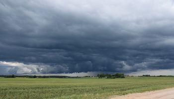 Alerta por lluvias intensas y vientos de hasta 50 km/h en la región centro