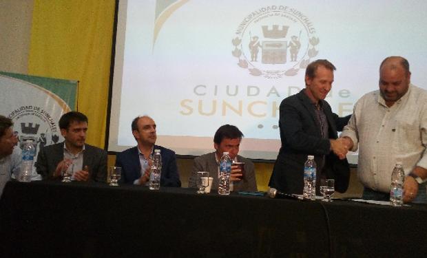 Esta entrega de fondos a productores agropecuarios, que suman 20 millones de pesos se reparten a las cooperativas a través de la gestión del Clúster Lechero de Ceres.
