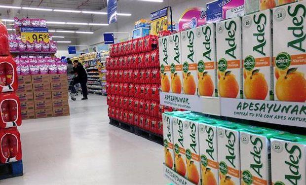Coca-Cola y AdeS, con fuerte presencia en las góndolas argentinas. Foto: Enrique Villegas