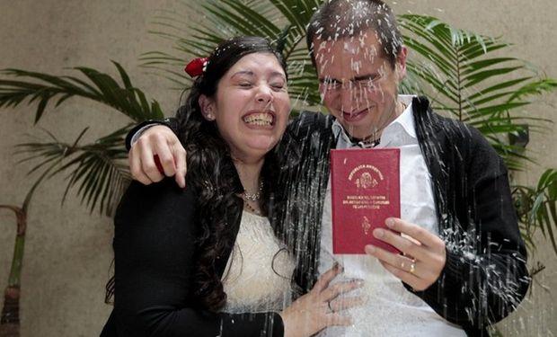 Hebe González Silguero y Leandro Chescotta se casaron con el Código que dejará de regir el sábado. Foto: Soledad Aznarez