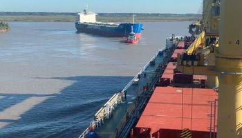 Lograron liberar al buque que había encallado dos veces por la crítica altura del Paraná