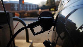 El Gobierno acordó con petroleras y aumentan hoy los combustibles