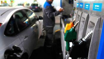 El gobierno desdobló el impuesto a los combustibles, pero igual podrían aumentar