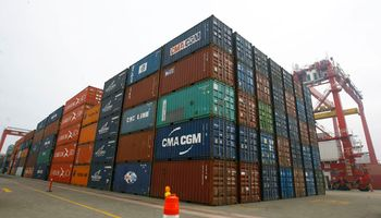 Cepal prevé una fuerte caída del comercio exterior argentino