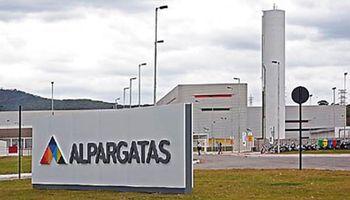 Dueños del frigorífico Swift se quedan con la filial de Alpargatas en Argentina