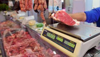 Herencia K: el salario mínimo alcanza para adquirir menos kilos de asado que en 2001