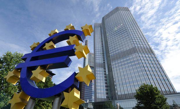 Der Spiegel también informó que el BCE presiona a Atenas para que aplique controles a los movimientos de capital.