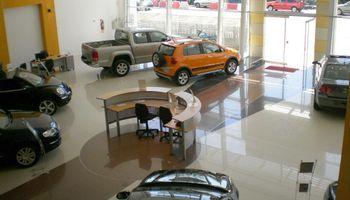 Gobierno ratificó vigencia del impuesto a los autos y pidió revisar precios