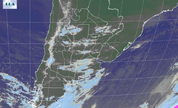 En el recorte de la Imagen Satelital se observa la perturbación que ayer comentábamos sobre el sur pampeano.