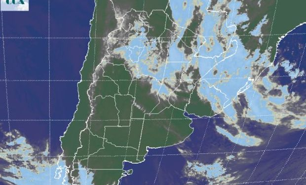 La foto satelital presenta un claro desplazamiento de las coberturas nubosas hacia el norte del país, con algunos residuos sobre la franja central, pero ya dentro de la parte desactiva del sistema frontal.