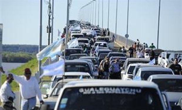 La marcha contra Botnia no pudo entrar en Uruguay