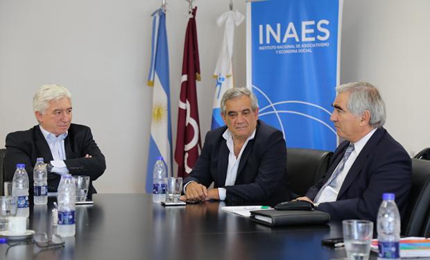 Presidente de CONINAGRO, Carlos Iannizzotto, presidente del INAES, Marcelo Collomb y Ander Etxeberria, referente de Corporación Mondegrón.
