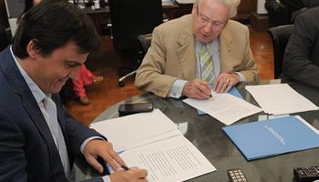 Firman un convenio para fortalecer la formación agraria
