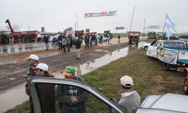 La protesta tuvo un fuerte apoyo en la ruta. Foto: LA NACION / Marcelo Manera