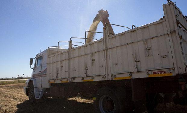 """La amenaza del """"barril criollo"""": el campo pierde competitividad por el elevado precio del gasoil"""