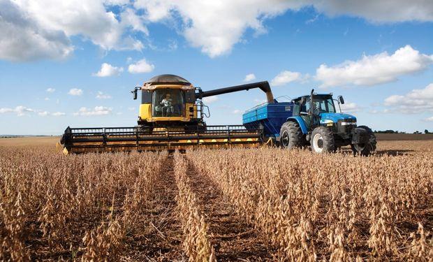 El problema del retraso en la cosecha complicó a los contratistas de cosecha, que no logran avanzar en superficie trabajada.