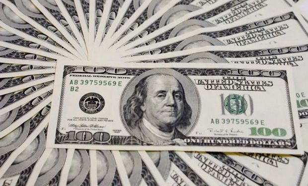 La brecha entre el blue y el precio de la divisa para atesoramiento se ubicó en el 20,8%, casi cinco puntos porcentuales más que hace dos semanas.