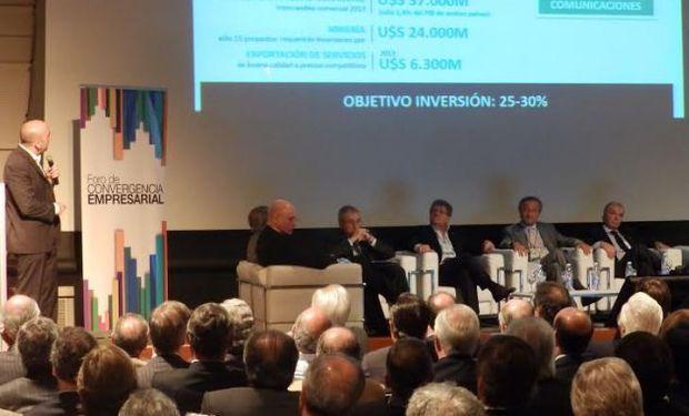 """""""Es una foto importante que estén todos reunidos empresarios y quienes son pre candidatos a presidentes"""", dijo Ferrero."""