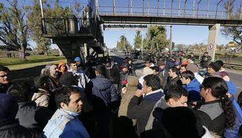 Trabajadores de Cresta Roja reclaman por cesantías