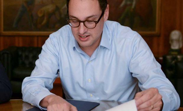 Recibido de ingeniero Industrial en el ITBA, Cuccioli cuenta con un MBA en Stanford.