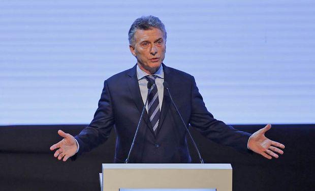 Mauricio Macri asume la presidencia, por primera vez en manos de un país sudamericano.