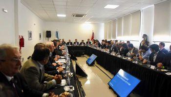 Exportadores se reunirán con Dujovne para evaluar cambios en retenciones
