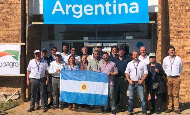 Delegación representante de la maquinaria agrícola argentina en Nampo Harvest Day, la mayor feria agrícola de Sudáfrica.