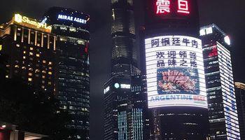 Los rascacielos chinos se visten de carne argentina