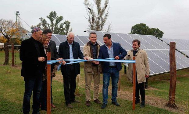 Inauguración del primer tambo con energía solar.