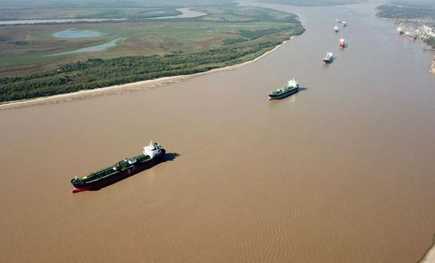 """Hay buques frenados por un derrumbe en el canal de navegación: """"Los barcos no pueden salir"""""""