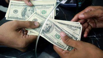 AFIP comenzó a devolver retenciones por compra de dólar ahorro y consumos en el exterior