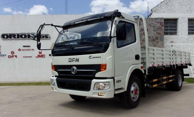 DFM DUOLICA 1064 con mecánica CUMMINS, para 5,8 Ton.