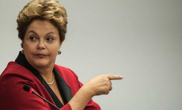 La clase política pierde el tiempo mientras Brasil arde.