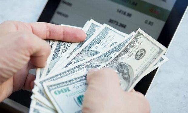 Dólar hoy: el oficial mantiene la tendencia alcista, mientras que el blue no sufre variaciones