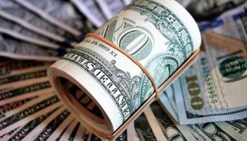 Vuela el Riesgo País y sube el dólar: la reacción de economistas