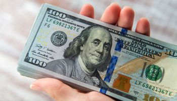 El dólar blue subió a $180 y el Banco Central compró unos US$ 60 millones