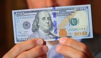 Dólar: con una nueva suba del blue, la brecha superó el 90%