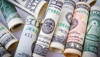 El dólar saltó 80 centavos y el minorista terminó en $ 46,68