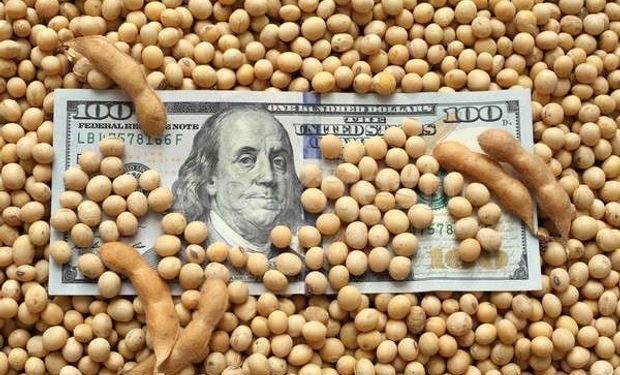 Dólar a $100: la amenaza para el campo de una devaluación encubierta