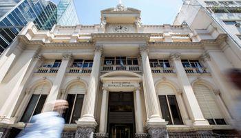 Dólar: el Banco Central abandona el ritmo de depreciación diario fijo y reafirma el súper cepo