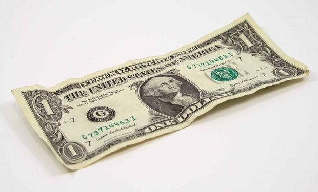 El dólar blue cerró noviembre con una baja de $13 y el Banco Central vendió unos US$ 335 millones