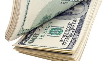 Dólar: el blue cae a $ 148 y ya lo separan más de $ 7 del dólar solidario