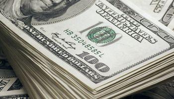 Tras acumular un retroceso de $ 13 durante enero, el dólar blue inicia febrero en $153 y  la brecha cae al 65%