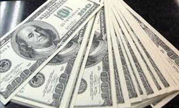 Dólar oficial sube a $ 5,835 y en cuevas trepa a $ 9,77