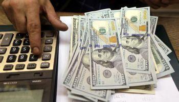 El dólar blue avanzó $8 esta semana y tocó los $158: qué opinan los especialistas